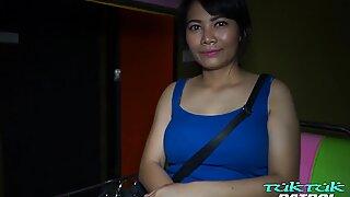 Tuktukpatrol iso tissi thai typy kiinni jääneet ylös & perseestä typerä