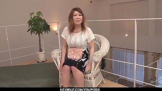 Nagymellű Dögös Középkorú Anyák fiatalabb Jóképűvel hagyja, hogy fúrjon nyugtalanságot - többet a japanesemamas.com-on