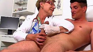 Dr. anthonia kehilangan kendali diri karena pandangan yang sangat besar