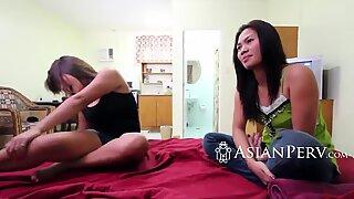 Passioniert Asiaten verschlingen einen Rock Hard Schlong