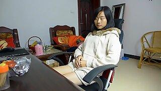 Chineză se masturbează cu degetele