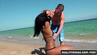 Pikimusta ranta tyttö (Harley Dekaani) twerkkaa sitä - todenmukainen kuningas