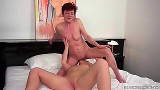 Grandmas och Young Tjejer lesbisk kärlek samling