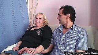 Montok Tua Nenek Penetrasi Ganda