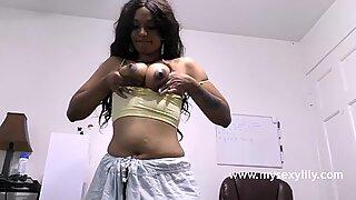 Tamil typy saa alasti sormetus hänen tussu painamalla hänen mehukas tissit