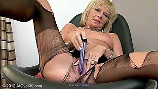 Cathy duck stimulare cu dildo in colanți