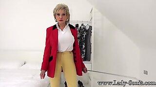 Joi Retsticka från Lady Sonia i hennes ryttare outfit