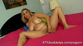Busty mature Milf Sophia Jewel fingers herself on the bed
