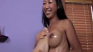 Tia Ling i varm massage