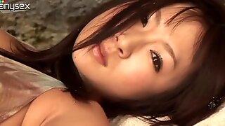 Innokas musta tukka tyttö Hitomi Aizawa on kiimainen lesbo