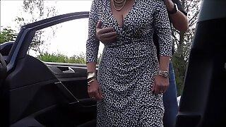 Horny Granny med butik patter på vejen