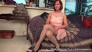 USA Gilf Penny Menggosok Memek Pantyhosednya