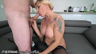 21Sextreme Hot Cougar Gilf tar unga snopp