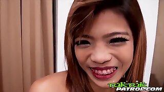 Un alt ultra-Drăguțe Thai cu figura Fumat