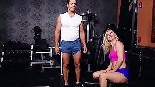 Sexet milf ved træning