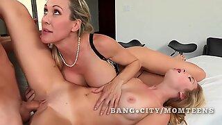 ABG mendapat pelajaran seks dari MILF