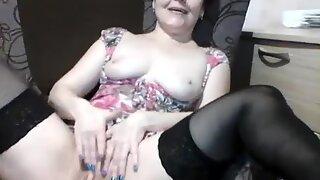 housewife irishka toying at home webcam