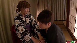 Doma potěšení pro Kimoni Mamina, Anna Anjo - Více v Japanesemamas com