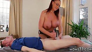 Gemuk milf webcam pertama kali besar buah dada ibu tiri mendapat pijatan - Ashley Emma